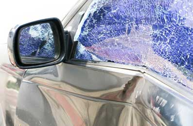 auto con vidrios rotos