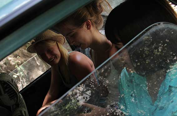 vidrio para autos con mujeres