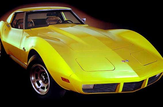 auto deportivo amarillo